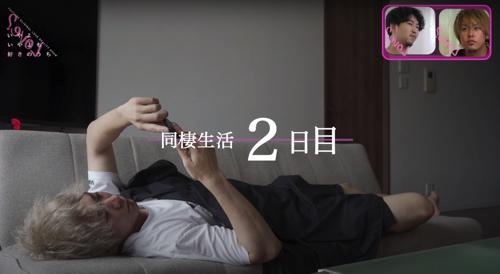 Youtuberのgenki.jpさんが寝っ転がっている